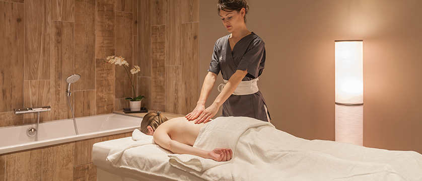 France_Alpe-dHuez_Hotel_le_royal_ours_blanc_massage_room.jpg